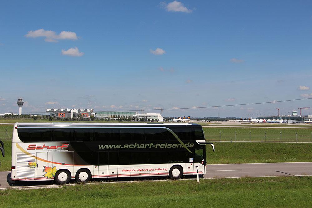Fernreisebus Scharf